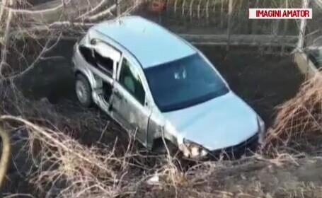 A căzut cu mașina de pe un pod și a scăpat nevătămat. Pățania unui tânăr din Constanța