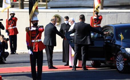 Mașina cu care se deplasează Papa Francisc în Irak 2