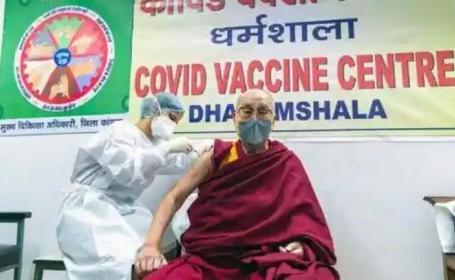Dalai Lama a primit vaccinul anti-COVID. \