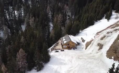 Zăpadă perfectă pentru sporturile de iarnă. La Cota 2000 în Sinaia, peisajul este copleșitor