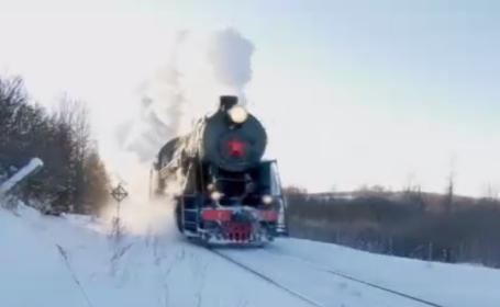 Tren de epocă în nord-vestul Rusiei, tras de o locomotivă cu aburi. Cum arată în interior