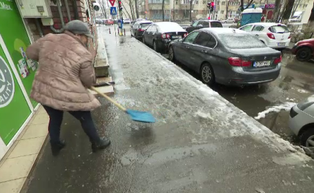 """Luna martie a adus în București zăpadă ca la munte. """"Nu mai am încredere până nu văd firul ierbii"""""""