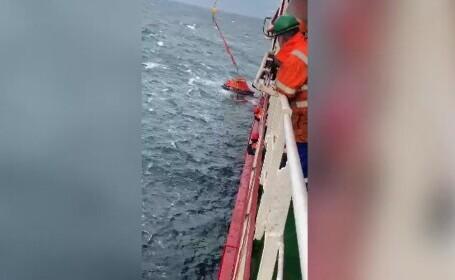 Marinarii ucraineni salvaţi după scufundarea cargoului \