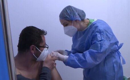Etapa a treia a vaccinării anti-COVID începe luni. Cum te poţi înscrie pe listele de aşteptare