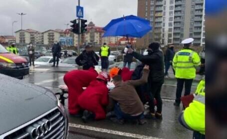 Accident teribil în Cluj-Napoca. Două tinere au fost lovite de o mașină pe trecerea de pietoni