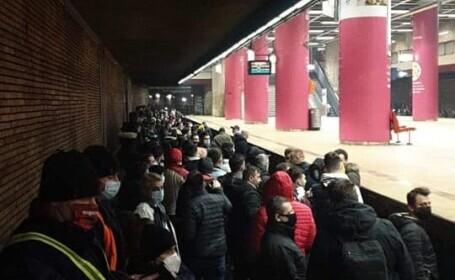 Sute de sindicaliști au protestat la metrou cu muzică. Circulația trenurilor va fi reluată sâmbătă dimineață