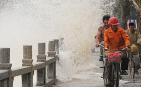 Taifun devastator in nordul Filipinelor! 3 morti si mii de oameni evacuati