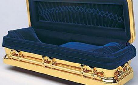 Un mafiot a fost ingropat intr-un sicriu identic cu al lui Michael Jackson!