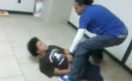 O profesoara din SUA isi bate cu SALBATICIE elevul de 13 ani! VIDEO