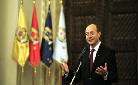 Basescu a decorat din greseala un fost ministru comunist si fost condamnat