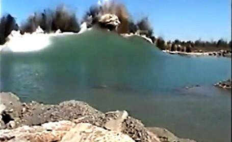 Explozie in lac. A provocat un tsunami devastator. VIDEO