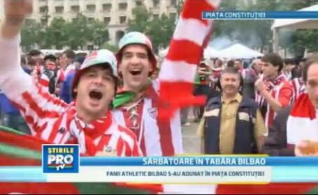 Mii de suporteri basci au asteptat finala in Piata Constitutiei, cu mititei si bere romaneasca