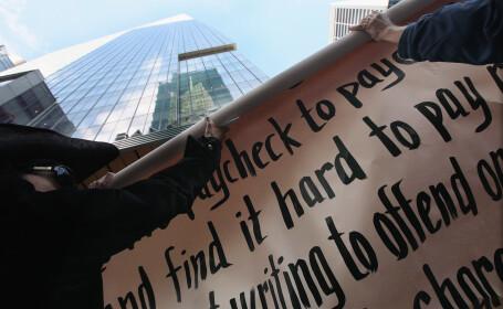 Moody\'s amana retrogradarea a 100 dintre marile banci ale lumii pentru a analiza \