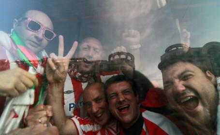 Suporterii echipelor Athletic Bilbao si Atletico Madrid