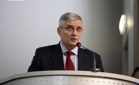 Daniel Daianu se retrage din postul de consilier de stat al premierului Ponta din \