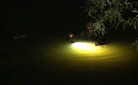 Trei tineri au scapat cu viata, dupa ce au plonjat cu masina intr-un lac din Ilfov