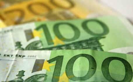 Cursul a coborat spre 4,33 lei/euro la deschidere, insa strainii l-au intors spre 4,34 lei/euro