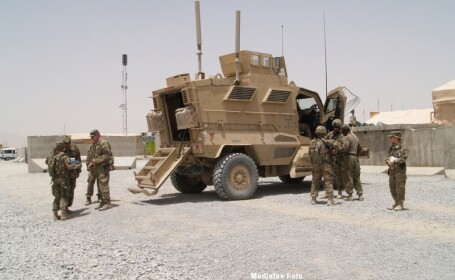 militari blinda afganistan