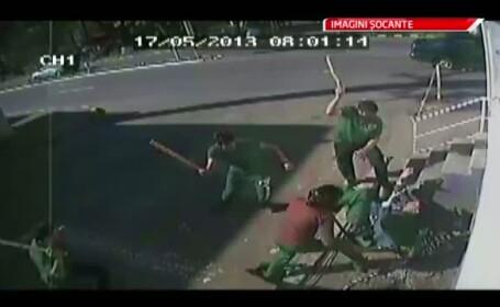 Scene dure in Gura Humorului. Lautar, lovit cu bate de baseball in plina strada. O femeie l-a salvat