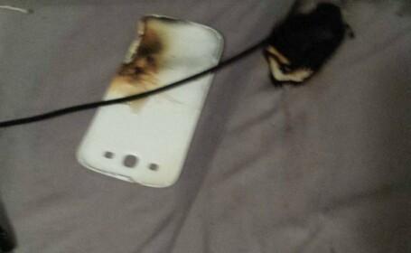 Un barbat sustine ca smartphone-ul sau a explodat in timp ce dormea. Galerie foto