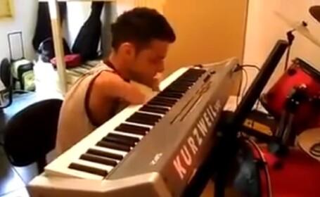Dovada ca orice limita poate fi depasita. Un tanar fara maini canta impecabil la pian. VIDEO