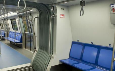 IMAGINI cu metroul spaniol, cumparat de la spanioli, care nu incape in statiile din Bucuresti