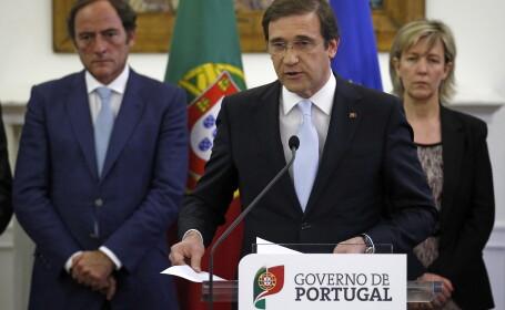 premierul portugaliei, Pedro Passos Coelho, alaturi de ministrul de Finante si vicepremier