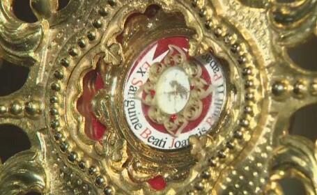 Sute de credinciosi din Blaj s-au inchinat la relicva care contine picaturi din sangele Sfantului Ioan Paul al II-lea