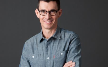 CEO-ul Levi\'s, Chip Bergh, le recomanda clientilor sa nu-si spele niciodata blugii. Ce alternativa inedita ofera
