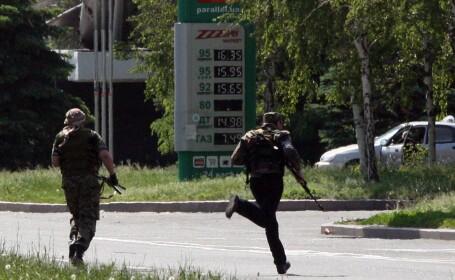 Criza in Ucraina. Insurgenti prorusi au atacat o unitate militara din orasul ucrainean Lugansk