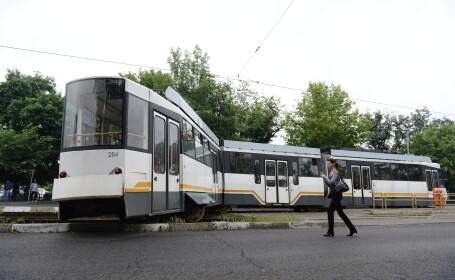 Barbat fara adapost, calcat de tramvai in Bucuresti. Victima a suferit traumatisme multiple