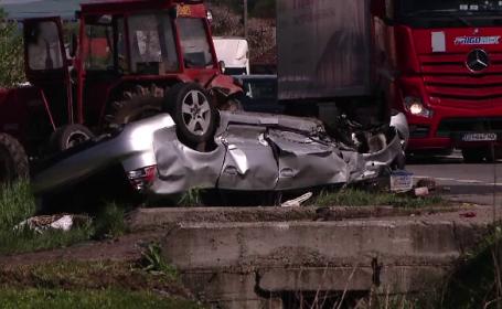 O femeie a murit, iar alte doua persoane sunt in stare grava dupa un accident teribil. Soferul a vrut sa depaseasca o coloana