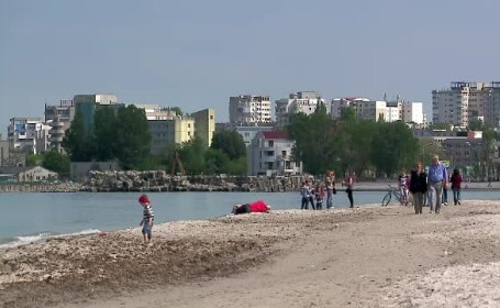 Turistii au inceput sa vina la mare, profitand de preturile inca mici. \