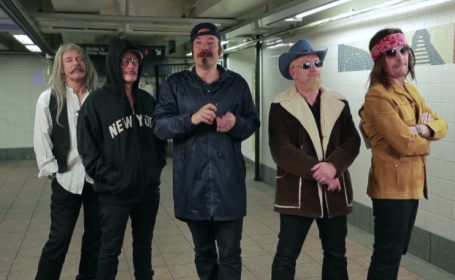 membrii U2 si Jimmy Fallon, deghizati - captura Youtube