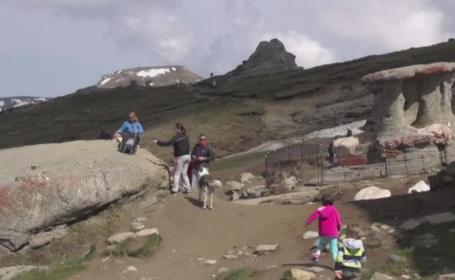 Traseele montane sunt oficial deschise, iar turistii nu s-au lasat asteptati: \