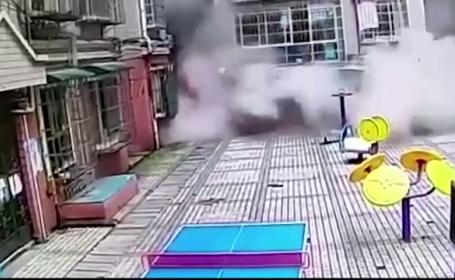 Momentul in care o cladire de 9 etaje din China se prabuseste peste zeci de familii. Sunt cel putin 10 victime