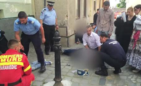 Trei tineri au cazut pe strada la Sibiu, dupa ce ar fi combinat alcool si etnobotanice. De ce medicii nu ajungeau la ei