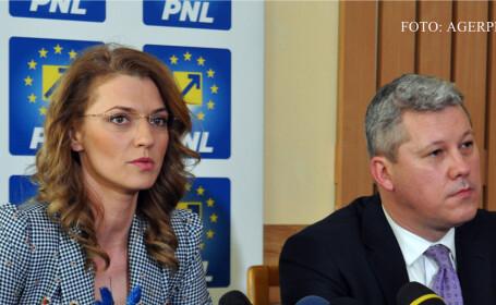 Alina Gorghiu, copresedinte PNL, si prim-vicepresedintele PNL Catalin Predoiu - AGERPRES