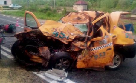 O femeie si soferul taxiului in care se afla au murit pe DN1, in drum spre aeroport. Cum s-a produs accidentul