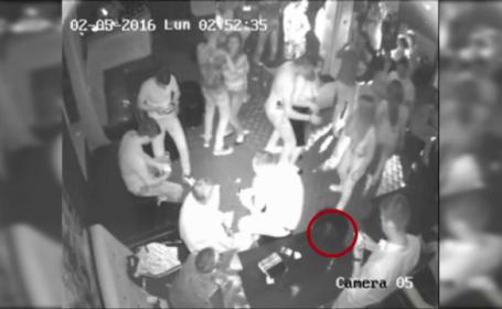 Greseala comisa de o tanara intr-un club din Dambovita inainte de a ajunge pe ringul de dans. Camerele au filmat totul