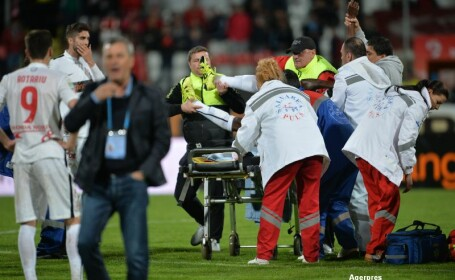 Momentul in care Patrick Ekeng s-a prabusit pe teren. Ambulanta a intervenit de abia dupa 2 minute si 47 de secunde. VIDEO