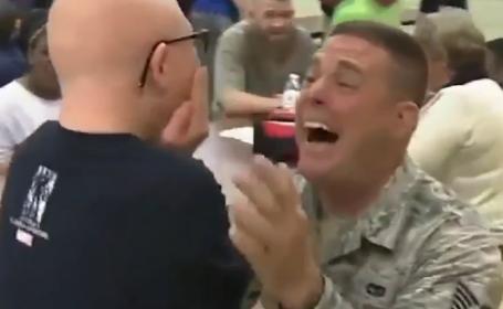Momentul emotionant in care un soldat isi revede copiii dupa sase luni petrecute pe front. Ce surpriza le-a facut. VIDEO