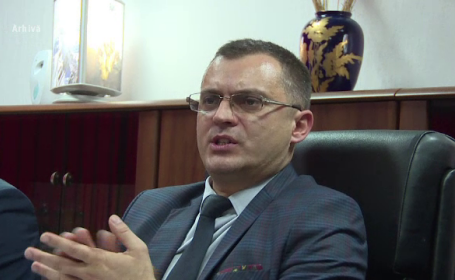 Directorul interimar al Complexului Energetic Oltenia, Laurentiu Ciobotarica, risca sa fie arestat preventiv