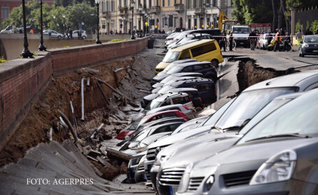 20 de masini au fost inghitite de asfalt in centrul Florentei. Din ce motiv s-a produs incidentul