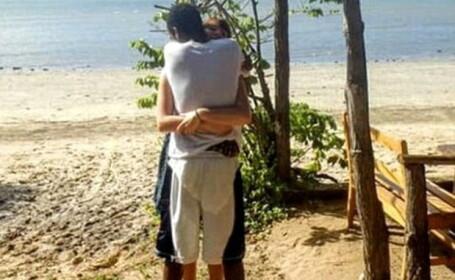 Poza unui cuplu din vacanta a starnit o adevarata nebunie pe internet. Iluzia optica le-a dat batai de cap tuturor. FOTO