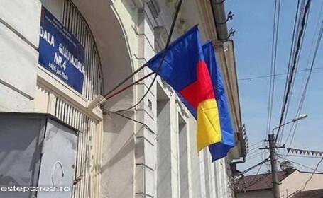O scoala din Lugoj a arborat tricolorul gresit. \