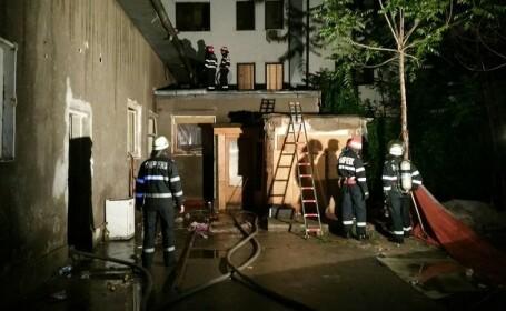 Un pompier a fost ranit in timp ce stingea un incendiu la o cladire parasita din Capitala. Ce se gasea in imobil