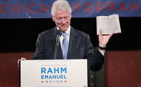 Fostul presedinte american Bill Clinton isi povesteste experienta de la Casa Alba intr-un roman thriller