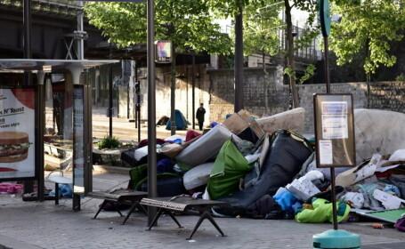 Autoritatile franceze au evacuat peste o mie de migranti amplasati in \