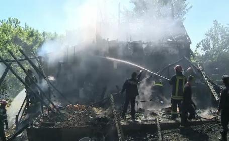 Incendiu devastator langa Arad, unde o cabana a ars din temelii. Cat a durat interventia pompierilor